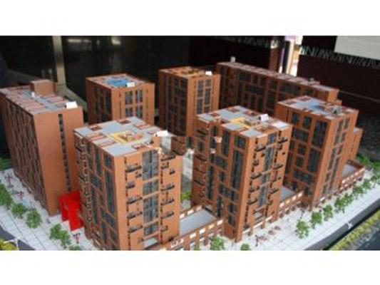7克拉项目位于北京市丰台区马家堡东路,地处南三环至南四环之间马家堡核心区域,周边配套完善,交通便利。向北步行8分钟即可到达地铁10号线角门东站交通枢纽,与四号线角门西站的距离约1000米,通过纵贯南北的4号线将实现南城与北城的快速连接。2012年地铁十号线二期全线贯通,届时从七克拉经地铁前往CBD、金融街、西单、王府井等城内主要商圈只需20分钟。体育产业、汽车产业、旅游产业三大都市经济发展带一一确立,丽泽商务区、总部经济区、大红门服装文化商务区和河西生态休闲旅游区初步形成,四大经济板块合围,四号线十号