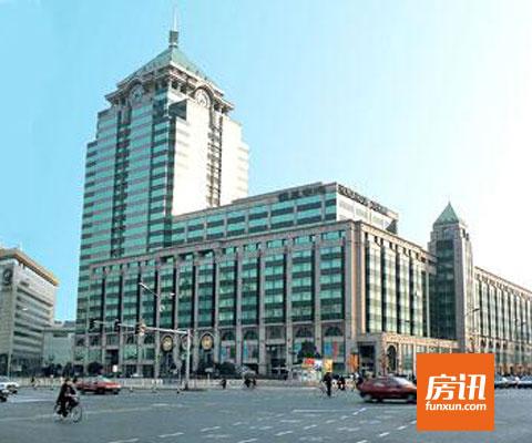 东邻为中粮广场及海关大楼,西向北京市邮政大楼,位于建国门内区.